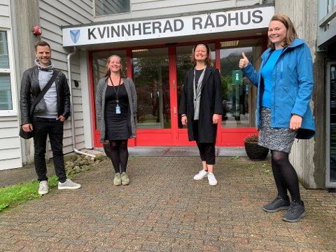 (F.v.) Jon Eirik Kvalnes koordinerer arbeidet for Samarbeidsrådet i Sunnhordland. Folgefonnsenteret sine prosjektleiarar Margit Lund-Mikkelson og Una Kolla er godt nøgd med resultatet. Det same er Inki Roald Brown i firmaet Emisoft AS, som har gjennomført sertifisering.