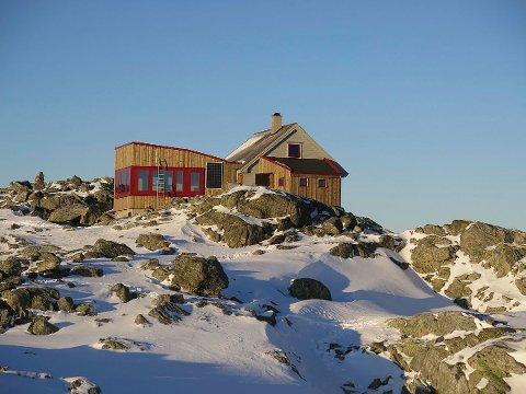 Det nye tilbygget på Fonnabu har fått namnet Storstua. Søndag blir det offisiell opning.