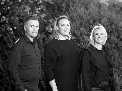 20. september kan du oppleva desse tre i Valen kyrkje. F.v. Simon Madsen, Ingebjørg Andrea Ådnanes og Henriette Braarvig.