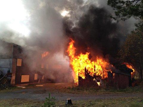 Et hus skal brennes ned på Rødberg lørdag. Dette bildet er tatt fra en tidligere øvelse.