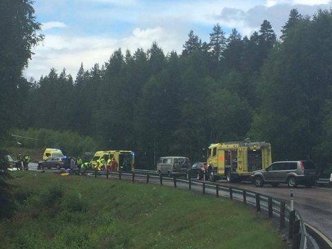 En bil og en MC har kollidert i Flesberg, og fire personer er skadet. To av dem skal være alvorlig skadet, opplyser politiet litt før klokken 15.