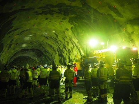 Klokken 12 onsdag formiddag ble det gjennomslag i Svartåstunnelen.