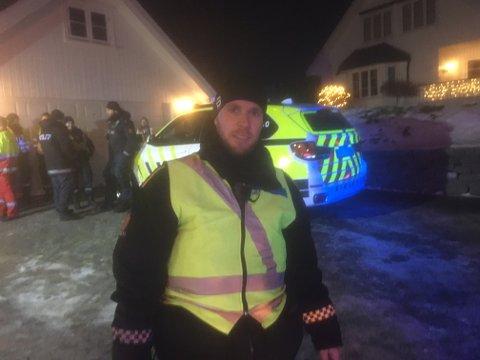 Tjenesteleder Axel Onshuus forteller at 22 personer har blitt evakuert. Klokken 06.45 var en person fortsatt savnet.