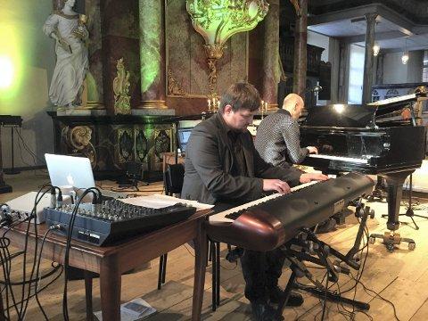 PIANISTER: Hlege Flatland (t.v.) og Jacob Hauge spilte sammen under en tidligere lærerkonsert.