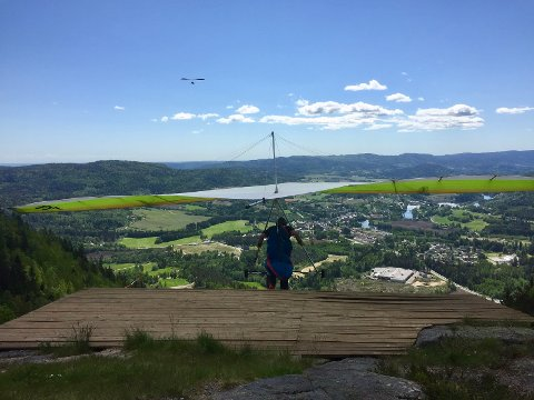 "Hang-glider under ""take off"""