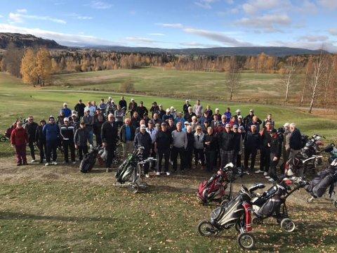 FIN GJENG: Golferne i søndagens turnering på ett brett.