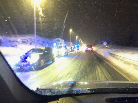 Glatte veier: Nødetatene rykket ut til et trafikkuhell ved Basserudåsen, rett før klokken 18 torsdag kveld. Det var glatte veier i området i følge politiet.