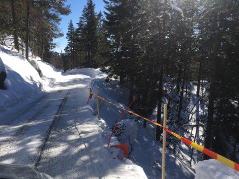 PASSER PÅ: Per Harald Aamodt og kollegaene ved tekniske tjenester holder øye med grusveier som Knuteveien nå.