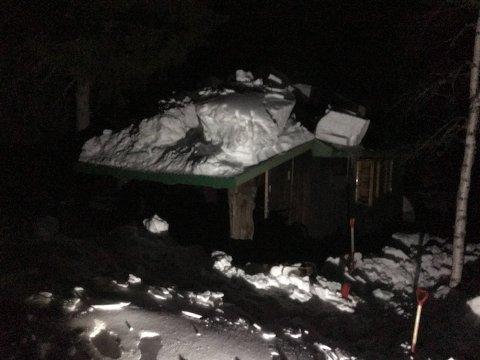 Ei hytte på Ivarsbu i Passebekk begynte å brenne torsdag kveld.