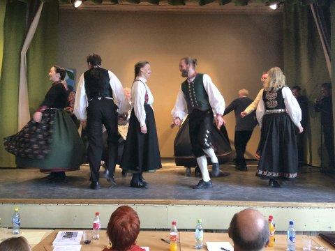 Laginnsats: Med leiar Bjørnar B. Heimdal i spissen, gjennomførte Numedal spel og dansarlag en god kappleik.