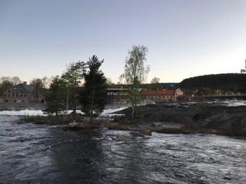 I løpet av tirsdagen har vannmengden i Lågen økt med 60 kubikkmeter per sekund. Numedalslaugens brugseierforening anser likevel ikke at det er stor flomfare.