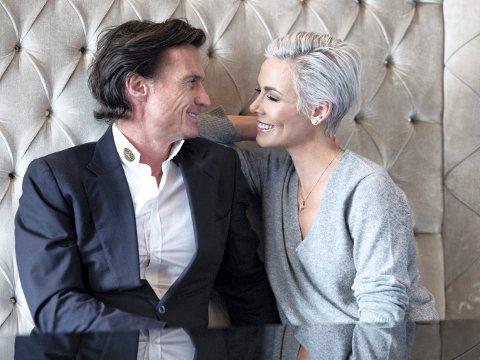 HOLDER SAMMEN: Petter og Gunhild Stordalen har vært gjennom mye de siste årene. Først skrev han selvbiografi, og nå har hun gjort det samme.