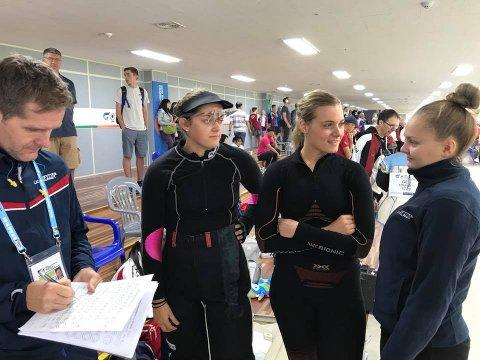 GODE NORSKE JENTER: Jenny Stene (t.h.) ble nummer sju i VM-finalen på 50 meter helmatch. Her sammen med Katrine Aannestad Lund og Jeanette Hegg Duestad. (FOTO: NSF)