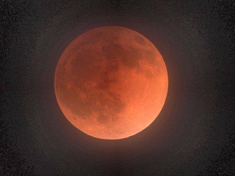 MÅNEFORMØRKELSE: Denne ble fotografert fra California 15. april 2014.