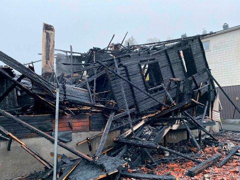 Torsdag kveld brant en enebolig i Hvittingfoss ned til grunnen.