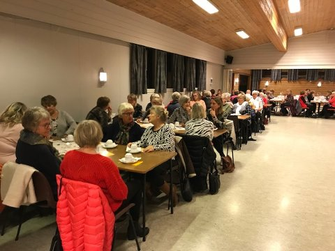 POPULÆRT: Nesten 100 damer var til stede for Bevergrenda Sanitetsforenings årlige moteshow tirsdag kveld.