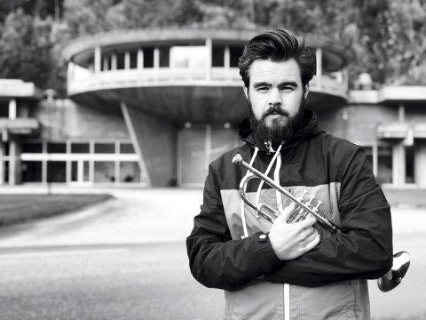 TROMPETIST: Magnus Aannestad Oseth byr på trompetspill i Kongsberg kirke lørdag.