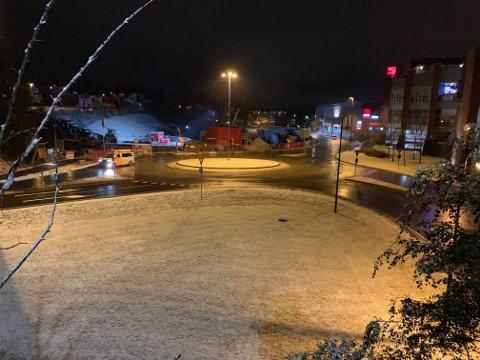 SNØ: Bildet er tatt i Kongsberg sentrum  mot Sildetomta ved 6-tiden tirsdag morgen.