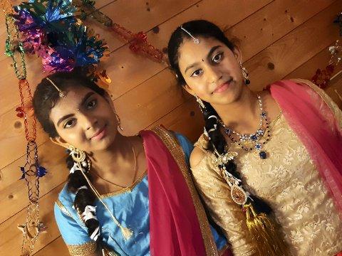BOLLYWOOD: Kanishtha (t.v.) og Adhira fra India bidrar i forestillingen Flere Farger.