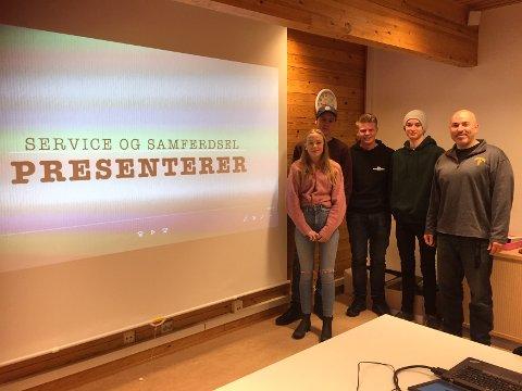 Her er fra venstre: Fra Rødberg: Synne Kjøntvedt Kaspersen, Viktor, Persson Stensrud, Adrian Loftsgård og fra Veggli Aksel Bolme Bjørkgård. Lærer Scott Dayton til høyre.