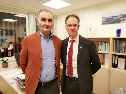 RASER: Nils Helge Tufto (H) og Jan Gaute Bjerke (Ap), varaordfører og ordfører i Nore og Uvdal føler seg overkjørt i diskusjonen om ja, eller nei til vinteråpen vei over Imingfjell. De to håper på en prøveordning med vinteråpen vei på fire år.