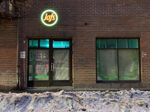 I MORGEN ÅPNER JAFS: Har du savnet Jafs Kongsberg? I morgen 22. desember klokken 11.00 åpner de dørene igjen.