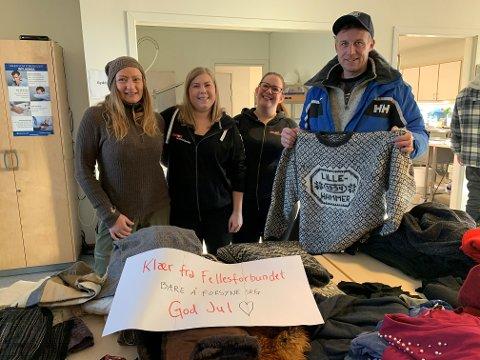 DELTE UT VARME KLÆR: (Fra venstre) Mette Sjøblom, Siri Hoverud, Barbro Major og Kjetil Blom delte ut varme gaver til alle som kom innom.