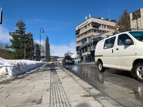 Smeltet snø blir til is om natten den kommende uken, så kjør forsiktig.