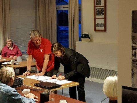AVTALE: Torsdag ble den offisielle avtalen om at Nore og Uvdal skal bli et demensvennlig samfunn signert. Her ved ordfører Eli Hovd Prestegården.