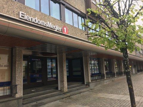 Sparebank1 BV skal teste en ny digital tjeneste for de som skal selge bolig. Men foreløpig er det kun folk i Drammen som får prøve seg.