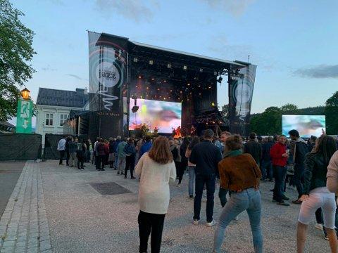 GOD PLASS: De var ikke trangt foran scenen - ingen kø på do eller for å kjøpe øl. Men festivalledelsen var ikke helt fornøyd.