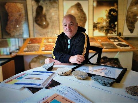 SAMLER PÅ METEORITTER: Ulf Skauli har Europas største privateide meteorittsamling.