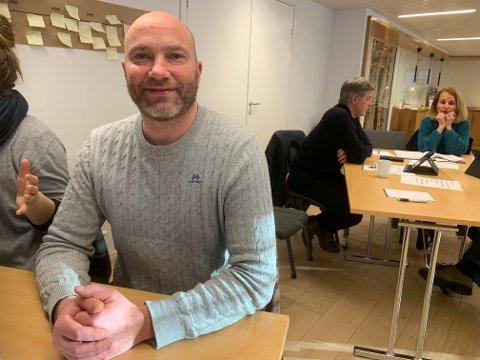 Sondre Kosmo Paulsen, leder i Flesberg Frp, er fornøyd med at Frp mandag gikk ut av regjering.