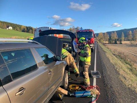 KJEDEKOLLISJON: Fire biler var involvert i ulykken i Sandsvær onsdag ettermiddag.
