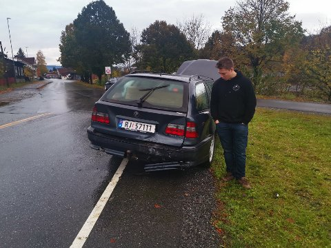 KJEDELIG: Bilen til Mads Rydgren Toeneiet fikk en skikkelig trøkk i påkjørselen.