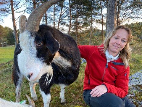 SKADET: I dag bor Anne Lill på en gård med geiter og hester. Hun ble uføretrygdet etter senskader fra ulykken i Bevergrenda som 35-åring.