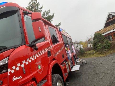 PIPEBRANN: Brann, politi og ambulanse rykket ut til en pipebrann i en bolig på Tislegård.