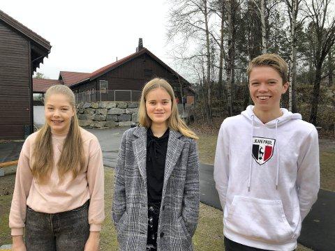 HÅPER DET BLIR BALL: Kaja Sherlock (t.v.), Pernille Stengelsrud og Andreas Myrvold Skovlyst går i tiende klasse på Tislegård ungdomsskole. De håper det blir ball til våren.