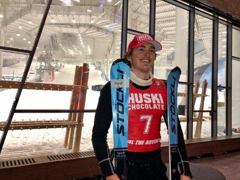 VANT: Oskar Bråthen Herland kunne smile etter å ha vunnet slalåmrennet i hallen på Lørenskog mandag.
