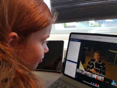 MØTE VIA DATAMASKINEN: Kristin Erntsen går på Raumy skole, og deltok i et møte med kunnskaps- og integreringsminister Guri Melby (V).