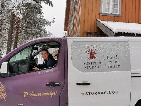 POPULÆRT: Else Storaas har brukt de siste dagene på å kjøre ut digitale julebord til 80 adresser i blant annet Kongsberg, Oslo, Son, Fredriksstad og Moss.