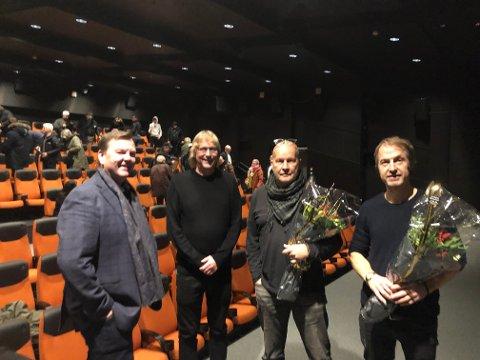 FERDIG: Som seg hør og bør fikk kongsbergkarene Holmberg og Stenersen blomster av Fra venstre: Runar Lia , Jostein Forsberg, Bjørn Owe Holmberg og Jørn Stenersen.