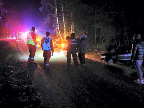 GLATTE VEIER: Fire biler var involvert i en trafikkulykke på Gamleveien onsdag kveld.