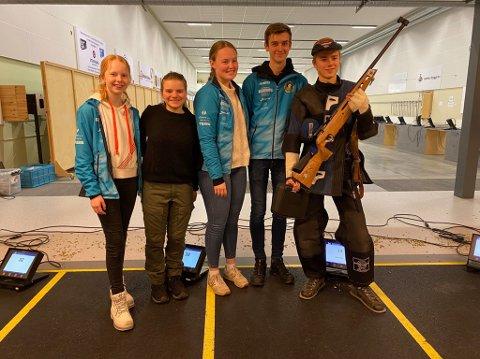 TIL TOPPS: Jondalens seirende lag. Fra venstre: Sunniva Edvardsen Smestad, Inga Marie Hanserud, Nora Midtgard, Sander Årskog Vikhagen og Herman Baklid. FOTO: PRIVAT