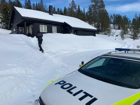 Minst seks hytter ble utsatt for innbrudd. Nå er en mann pågrepet og siktet i saken.