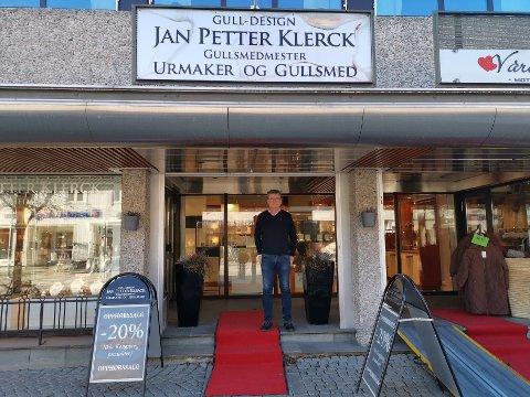OPPHØRSSALG: Jan Petter Klerck stenger butikken etter 34 års drift. Butikken holder åpent fram til sommeren 2020, så er det slutt. Foto: Katrine Alexandra Leirmo Heiberg