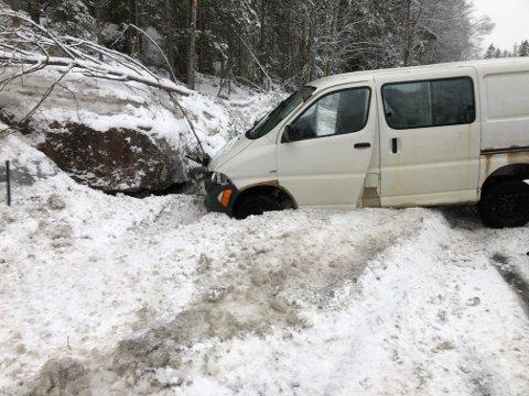 UTFORKJØRING: En bil havnet i grøfta på fv. 40.