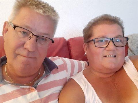 Holder seg inne: Anette og Bent Stengelsrud ble overrasket over den kraftige sandstormen på Gran Canaria. Nå holer de seg innendørs.