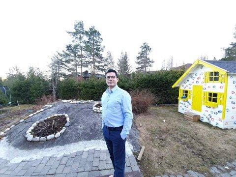 VIL HJELPE: Navid Moghen påtar seg å handle for folk i Kongsberg-området.
