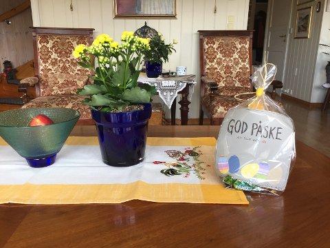 PÅSKEHARE: Beboerne vil få takke påskeharen, men er også veldig nysgjerrige på hvem det er!